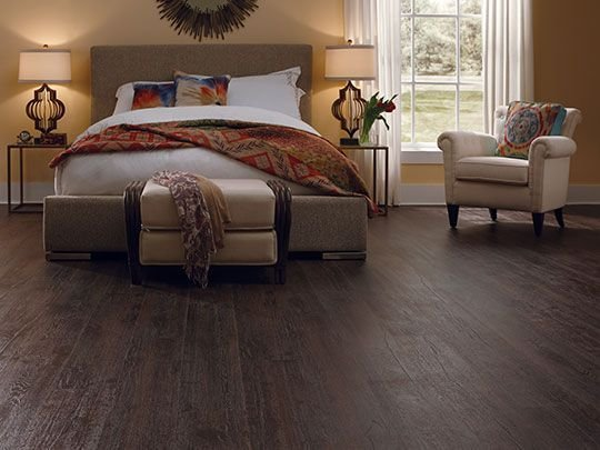 Best Dark Laminate Flooring Creates A Warm And Comfort Feel In This Bedroom Laminate Flooring With Pictures