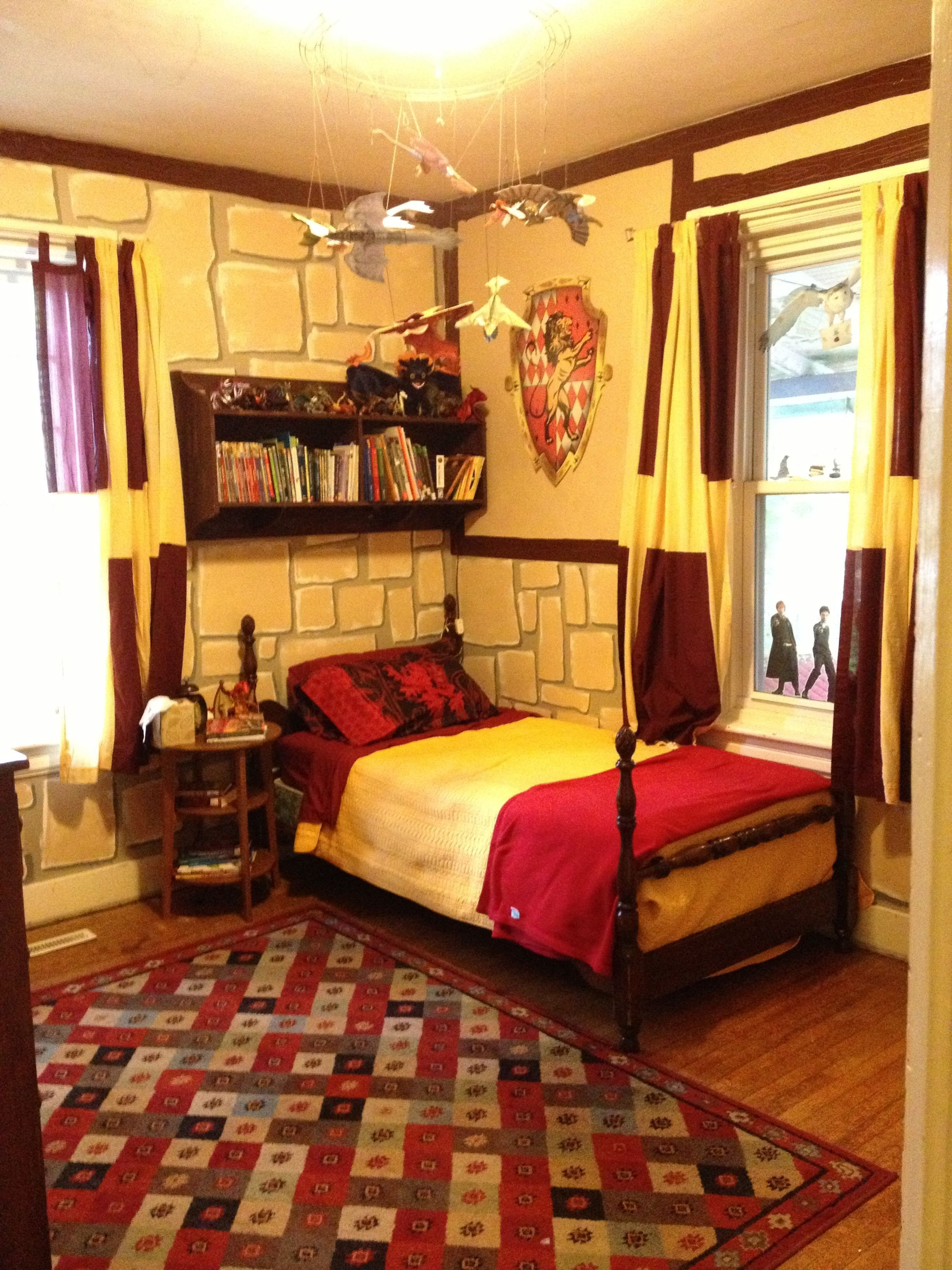 Best Harry Potter Gryffindor Bedroom I M 25 And Would Still With Pictures