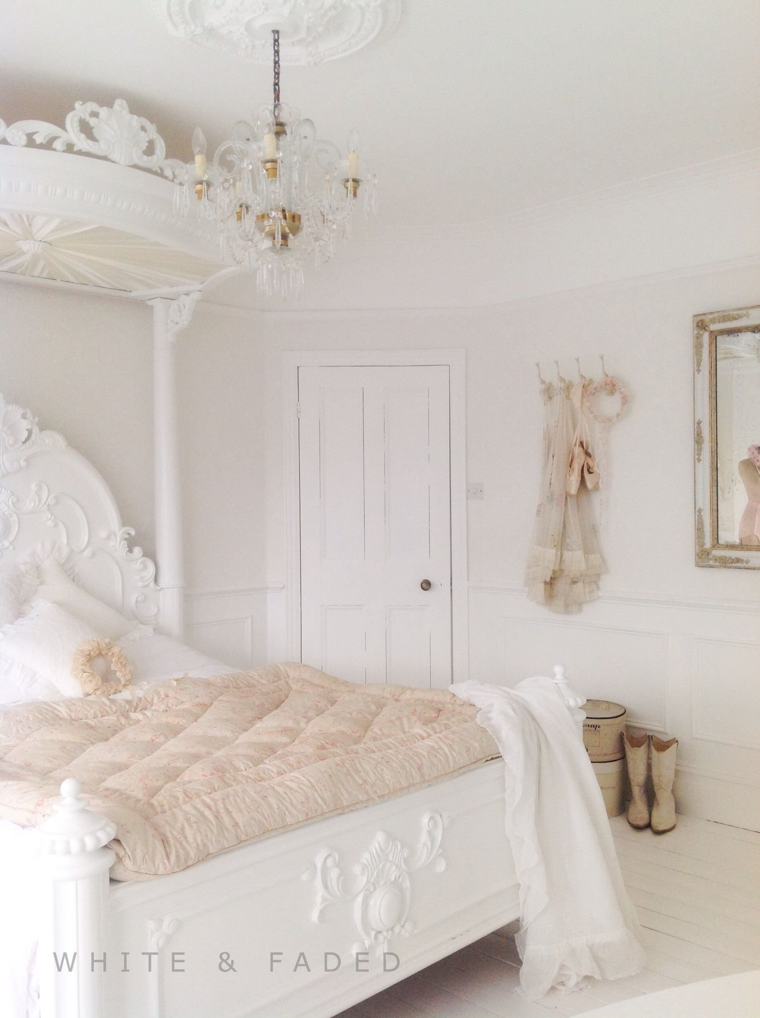 Best Gorgeous White Bedroom With Pale Blush Accent Colors With Pictures