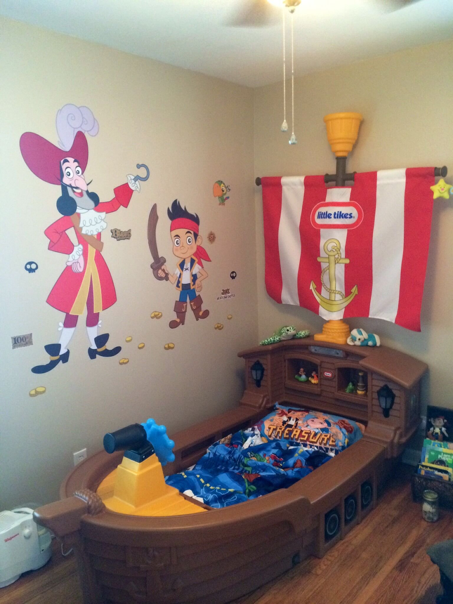 Best My Son S Jake And The Neverland Pirates Room So Happy With Pictures