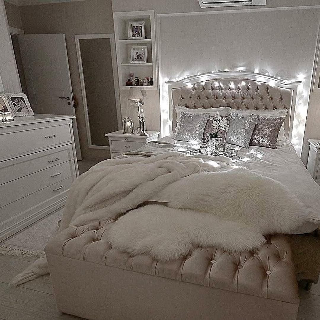 Best It S Glam But Comfy At The Same Time ☺️ Decolove Art Girl Glam Bedroom Bedroom Decor With Pictures