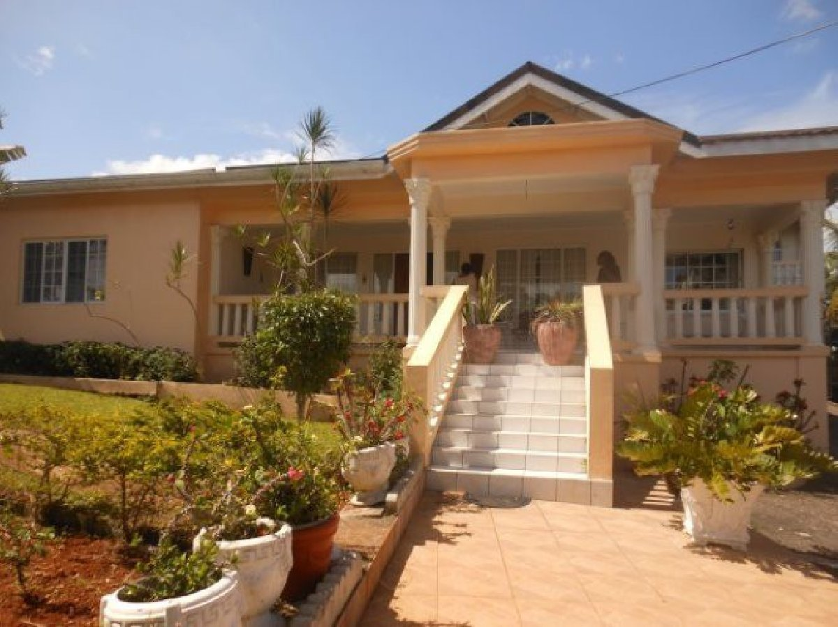 Best 3 Bedroom 2 Bathroom Apartment For Rent In Mandeville Manchester Jamaica Manchester With Pictures