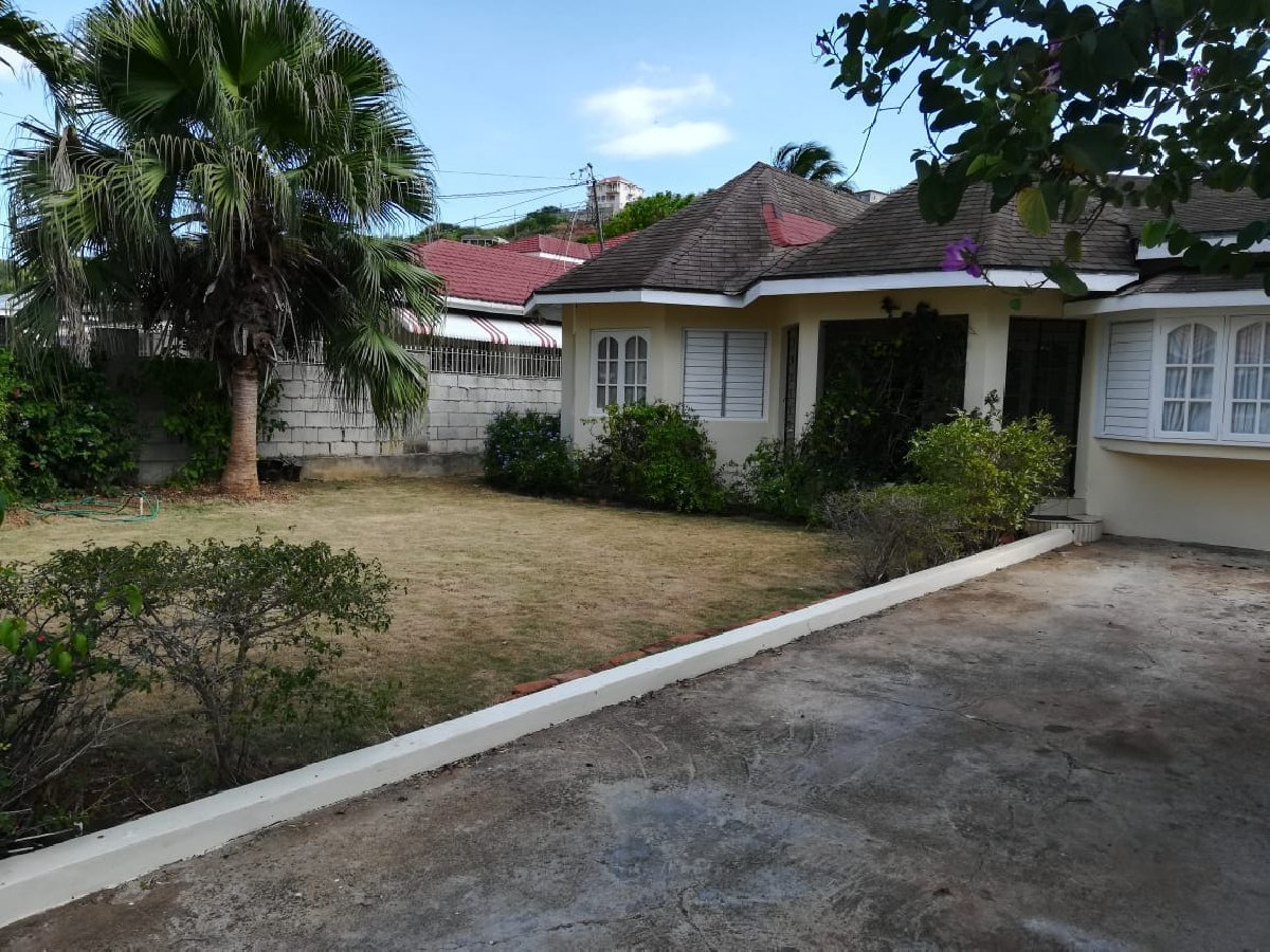 Best 3 Bedroom 2 Bath House For Sale Large Backyard In With Pictures