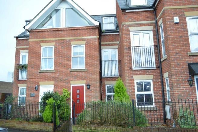Best 3 Bedroom Terraced House For Sale In Mumby Road Gosport Po12 With Pictures