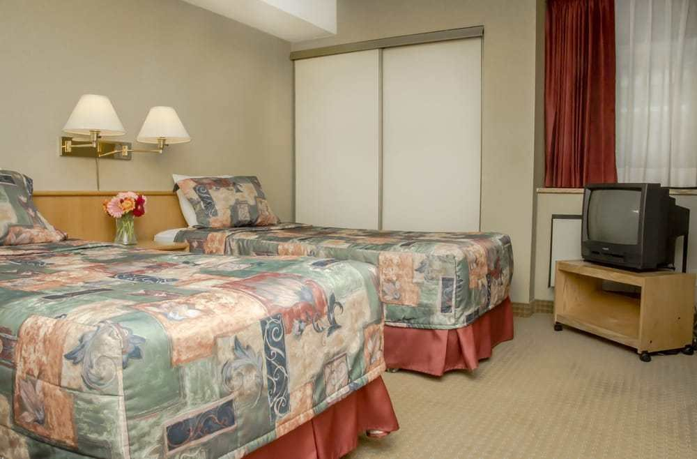 Best Two Bedroom Suite With 2 Twin Beds In One Of The Separate Bedrooms Yelp With Pictures