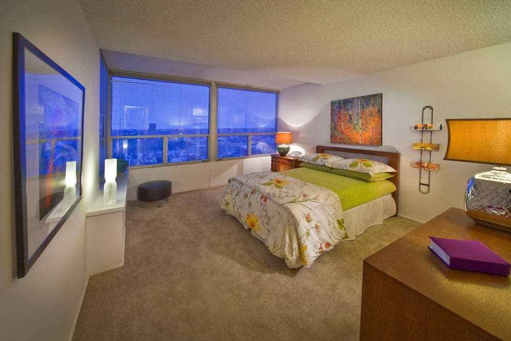 Best Riley Towers Offers Studio 1 2 3 Bedroom Apartments And Townhomes Available In Downtown With Pictures