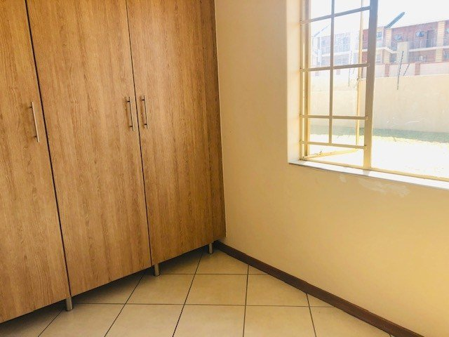 Best 3 Bedroom House In Noordwyk Midrand Rental Monthly For R With Pictures