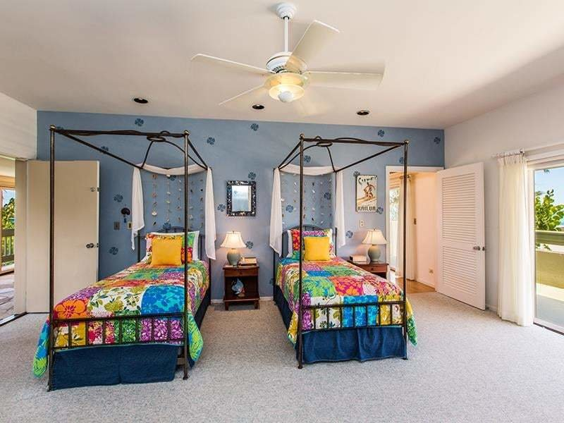 Best We Bet Sasha And Malia Hung Out In This Colorful Bedroom Barack Obama S Vacation Home In With Pictures