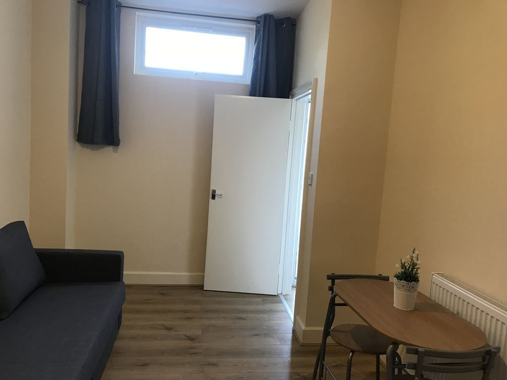 Best 1 Bedroom Flat In Wimbledon Homeaway With Pictures