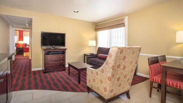 Best Anaheim Ca 2 Bedroom Suite Steps Away From Disneyland W With Pictures