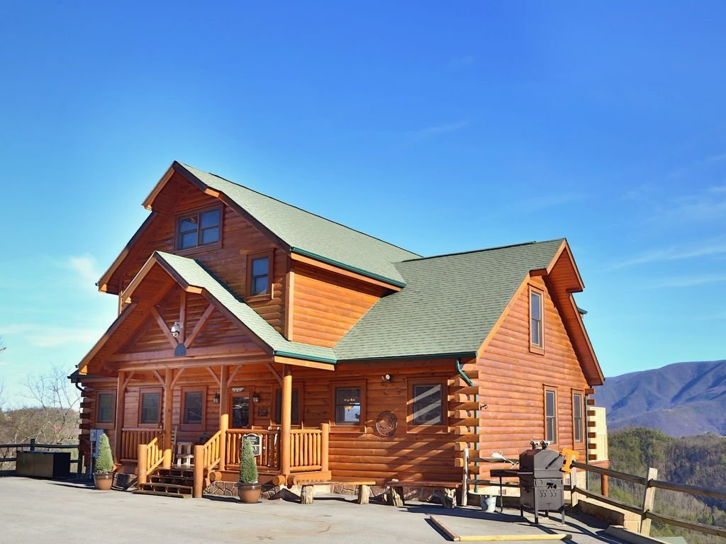 Best This Luxury Pigeon Forge 4 Bedroom Features Vrbo With Pictures