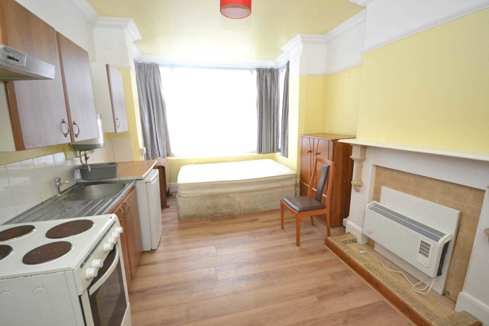Best 1 Bedroom Studio Flat To Rent Ground Floor Front London Road Reading Rg1 5Db – Thehouseshop Com With Pictures