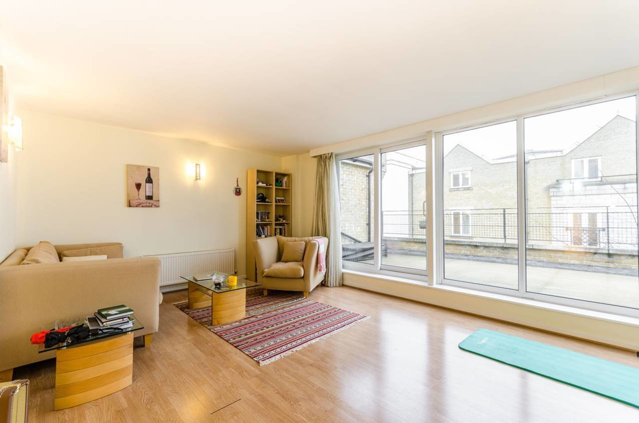 Best 1 Bedroom Flat To Rent Cold Harbour Canary Wharf E E14 9Nt With Pictures