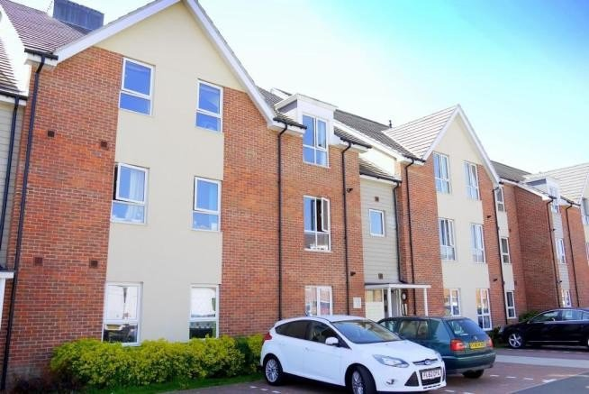 Best 2 Bedroom Flat To Rent Harrow Close Addlestone Kt15 2Gh With Pictures