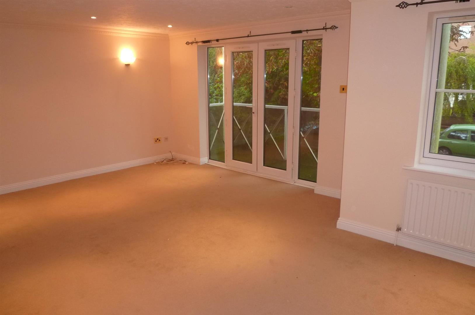 Best 2 Bedroom Flat To Rent Hartley Court Winn Road With Pictures