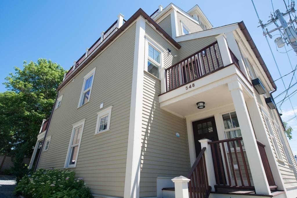 Best Price On The Newport Lofts 548 Thames Street In With Pictures