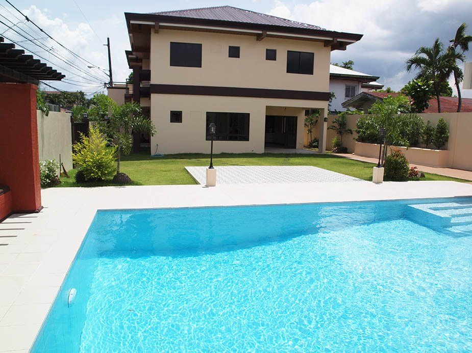 Best 4 Bedroom House For Sale Bf Homes With Pool With Pictures