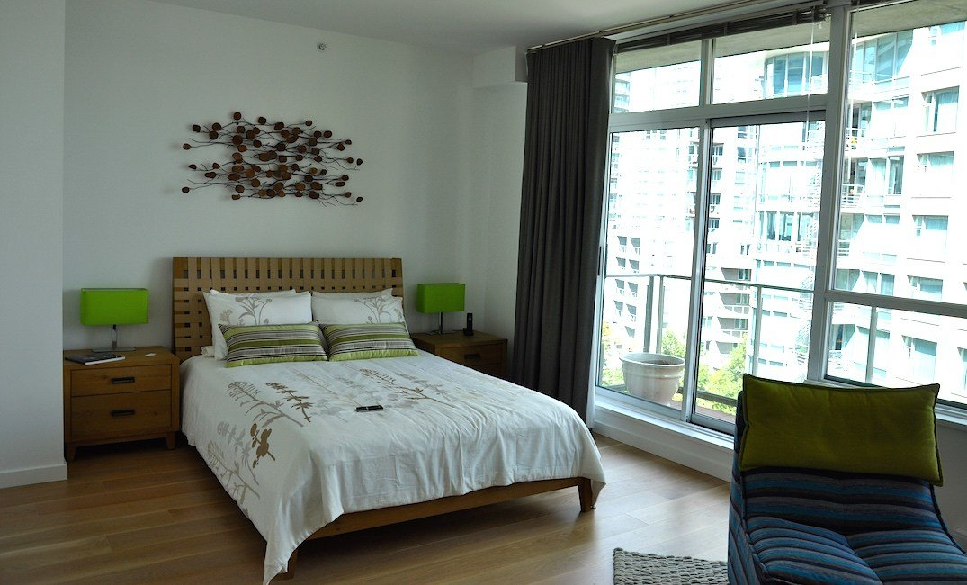 Best Modern Bedroom With Hardwood Flooring Carpet Laminate With Pictures