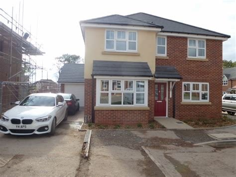 Best 4 Bedroom Detached House To Rent In 16 Broadleaf Gardens With Pictures