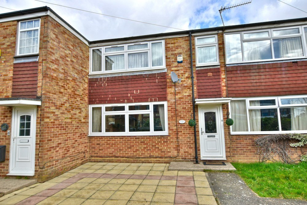Best 2 Bedroom House For Sale In Slough With Pictures