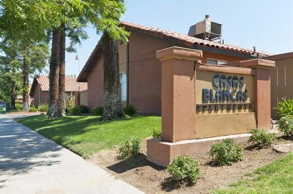 Best Casas Blancas Apt Apartments 2212 N Marks Ave Fresno With Pictures
