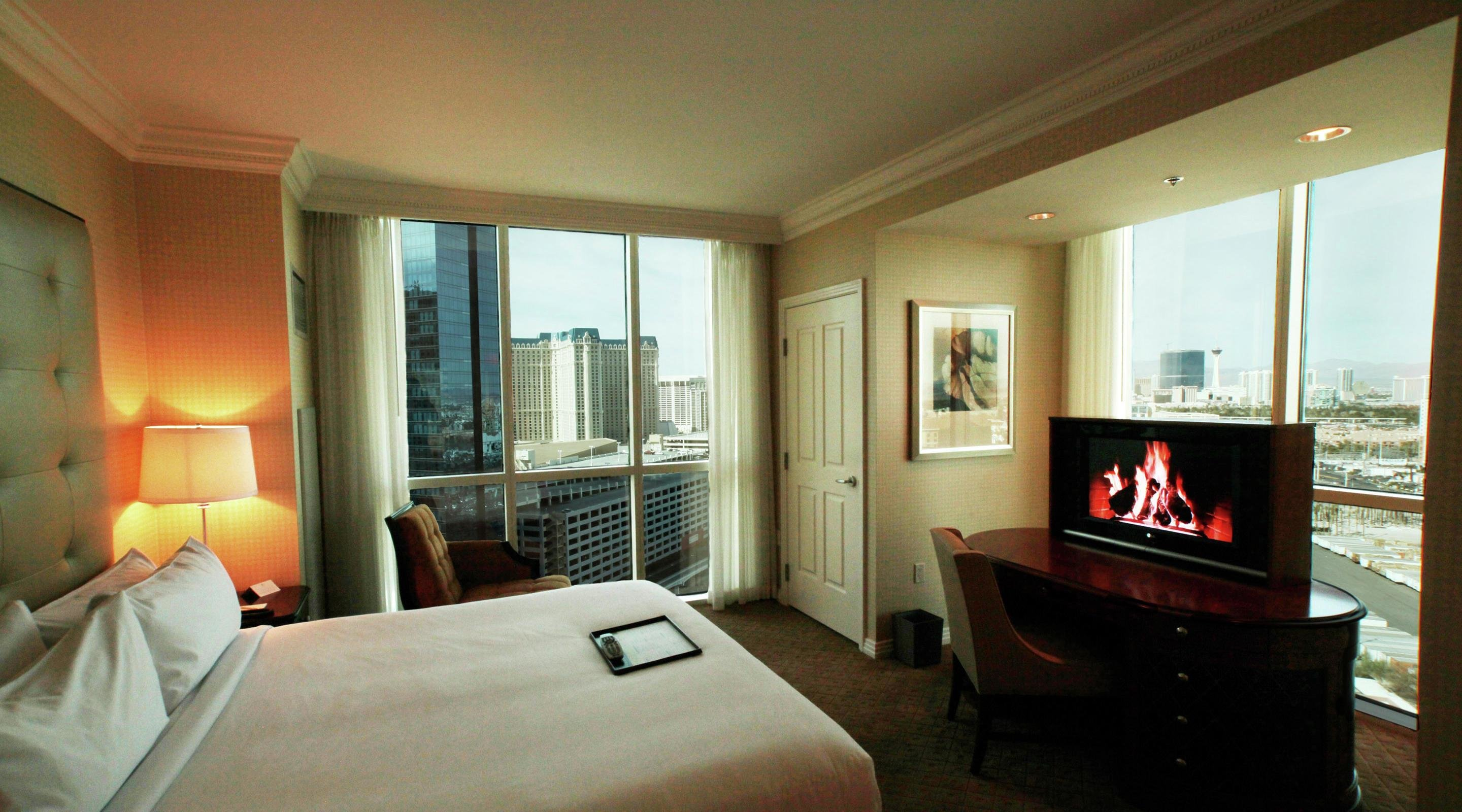 Best One Bedroom Balcony Suite The Signature At Mgm Grand With Pictures