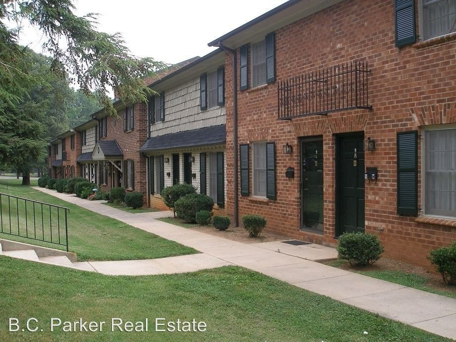 Best Trail Two Highview Street Parliament House Apartments Burlington Nc 27215 1 Bedroom With Pictures
