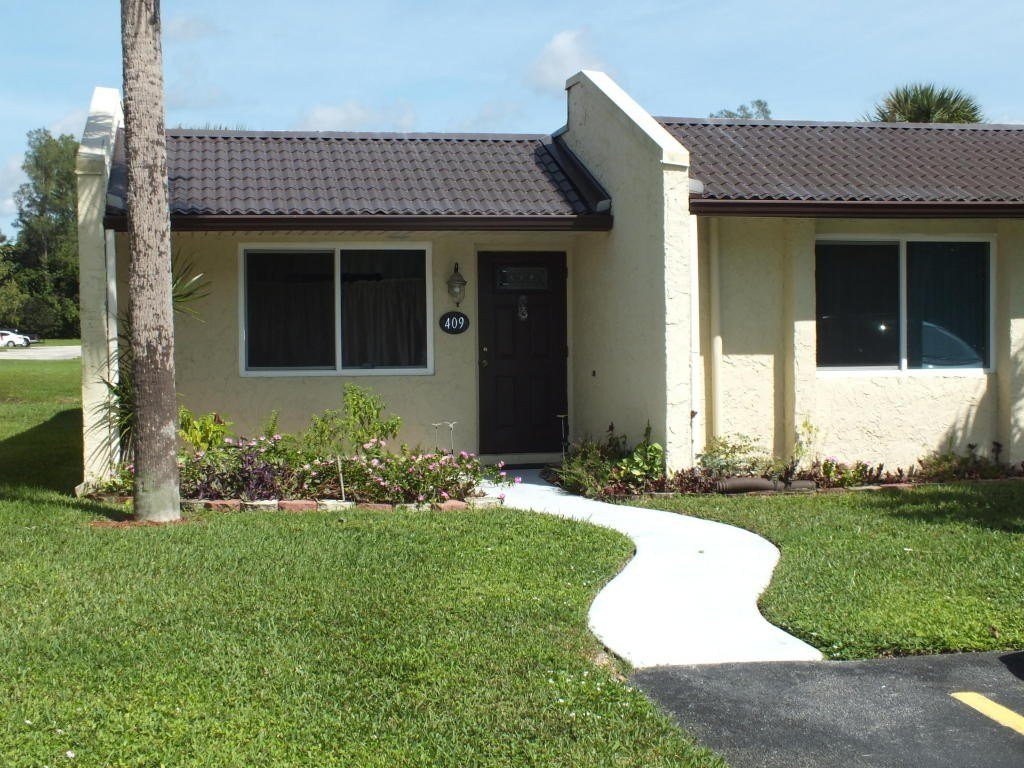 Best 409 Golden River Dr West Palm Beach Fl 33411 2 Bedroom Apartment For Rent For 1 200 Month With Pictures