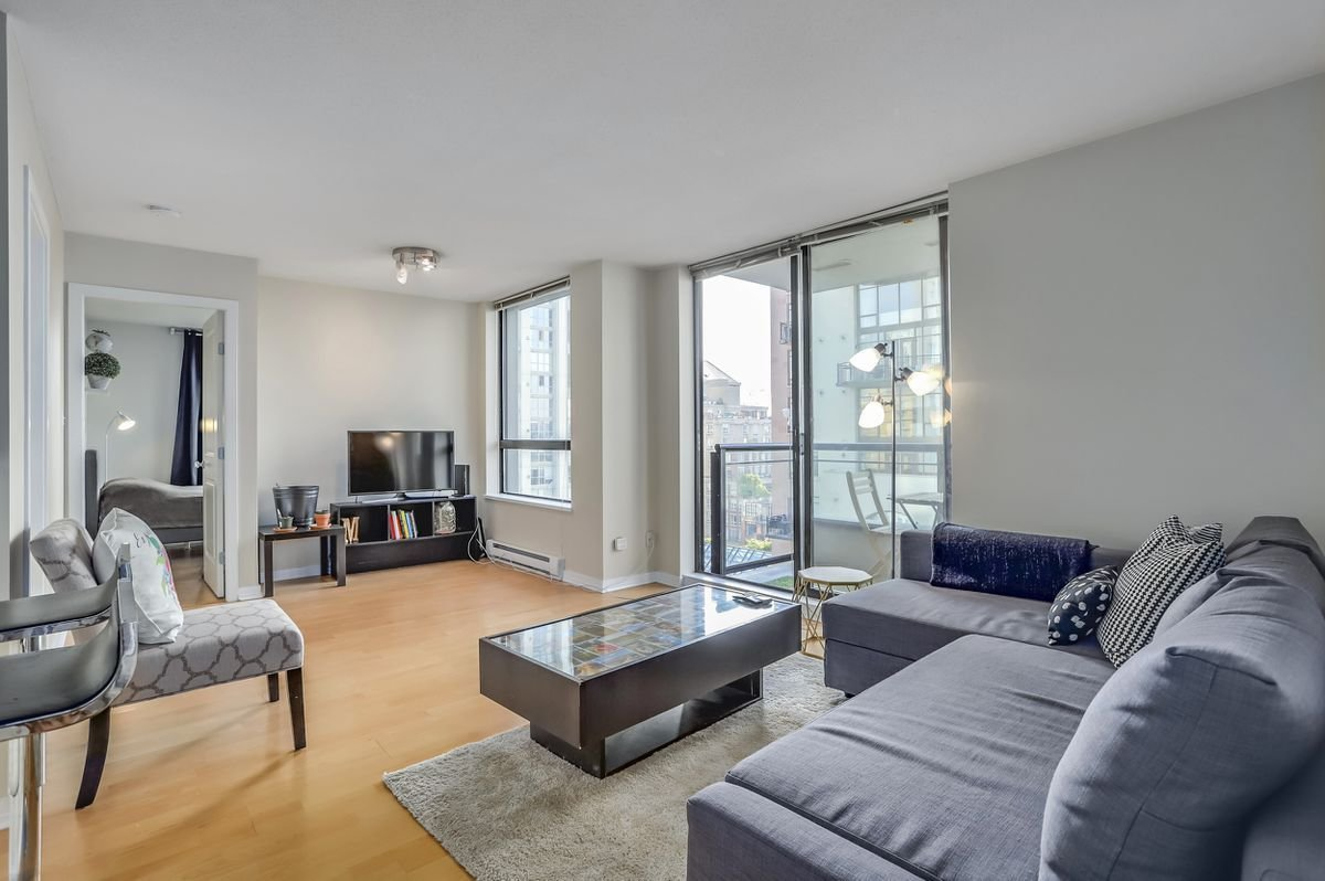 Best Two Bedroom Condo In Vancouver's Yaletown Sells Under Listing Price The Globe And Mail With Pictures