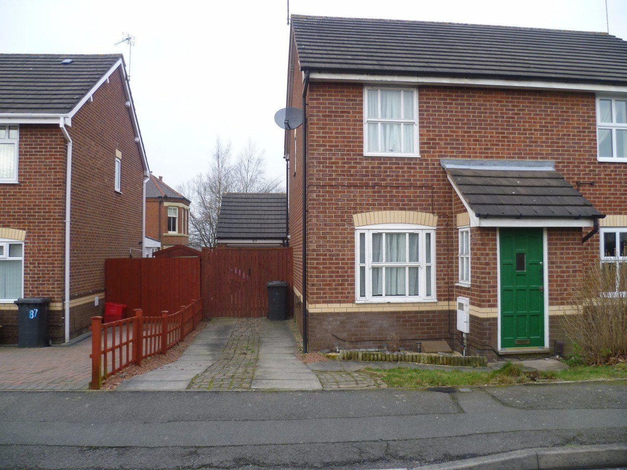 Best 2 Bedroom Semi Detached House With Garage To Rent In With Pictures