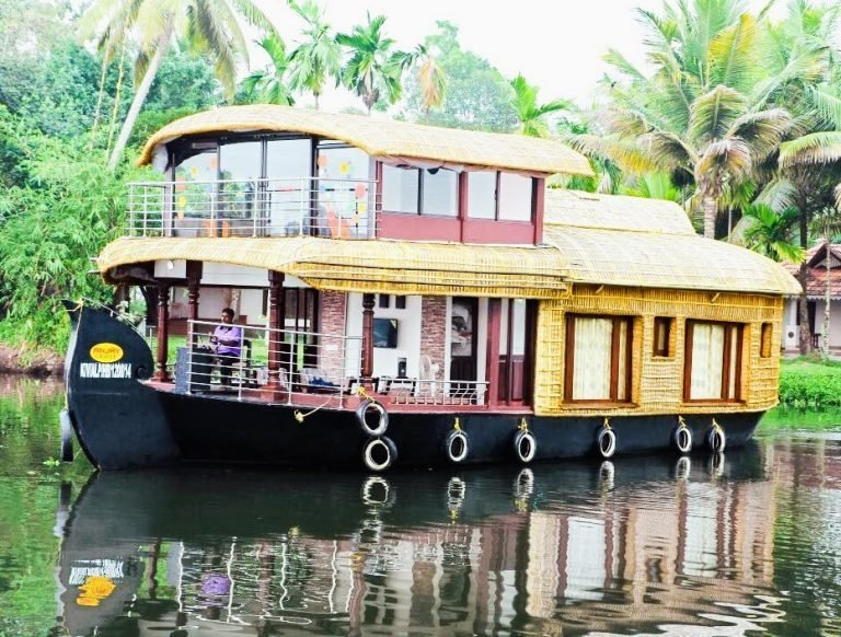 Best Premium 2 Bedroom Houseboat In Alleppey Alleppey With Pictures