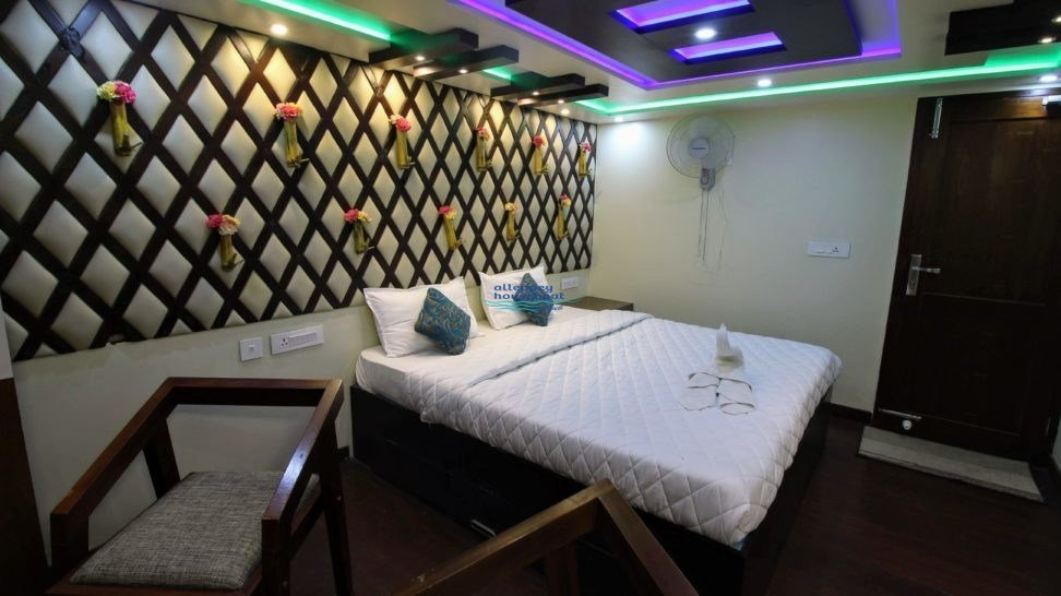 Best 6 Bedroom Premium Houseboat With Upperdeck Alleppey With Pictures