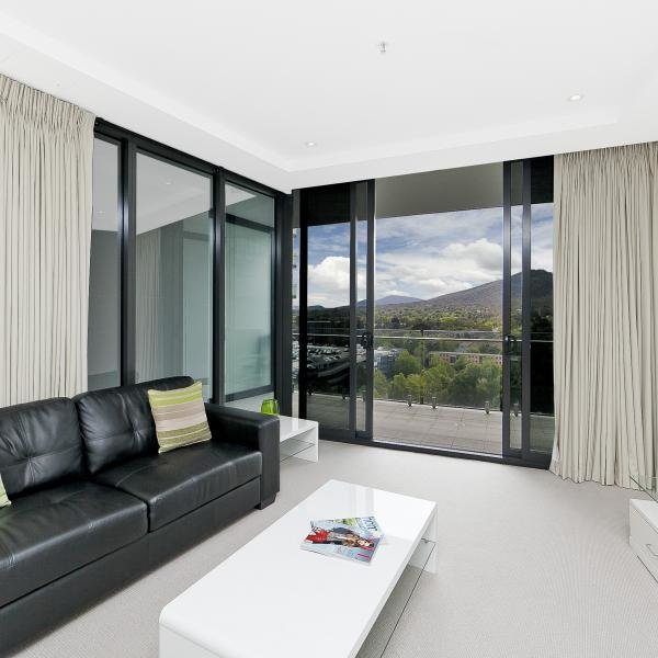 Best 2 Bedroom Executive Apartment In Canberra Civic Manhattan With Pictures