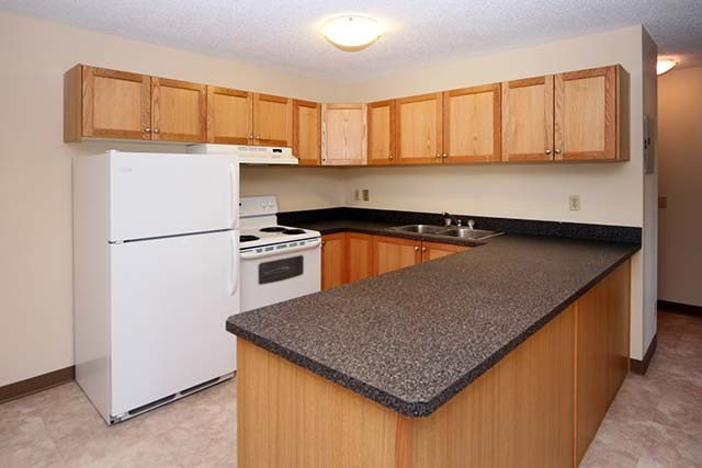 Best 2 Bedroom Apartments For Rent Calgary At Cedar Ridge With Pictures