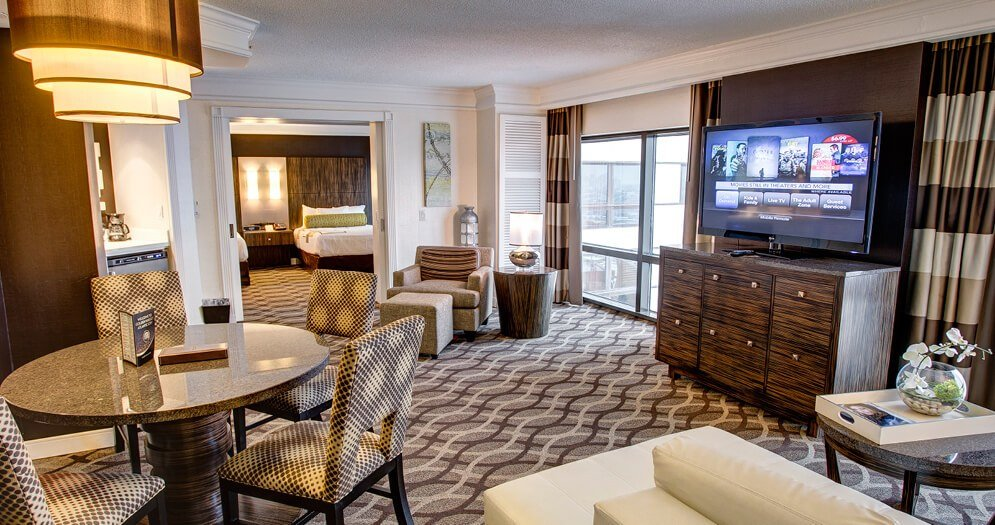 Best Book A One Bedroom Suite Hotel Room Golden Nugget With Pictures