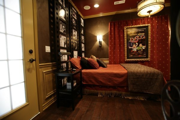 Best Vintage Disney Theater Bedroom With Pictures