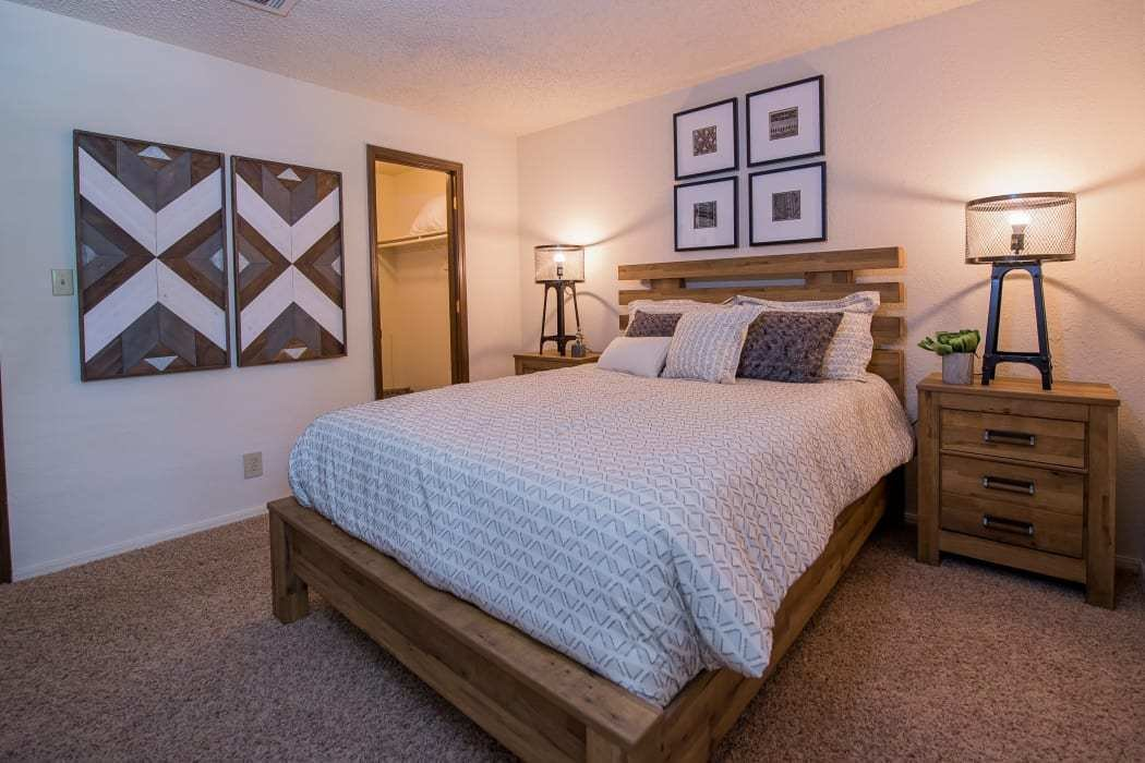 Best Studio 1 2 Bedroom Apartments In Tulsa Eagle Point Apartments With Pictures