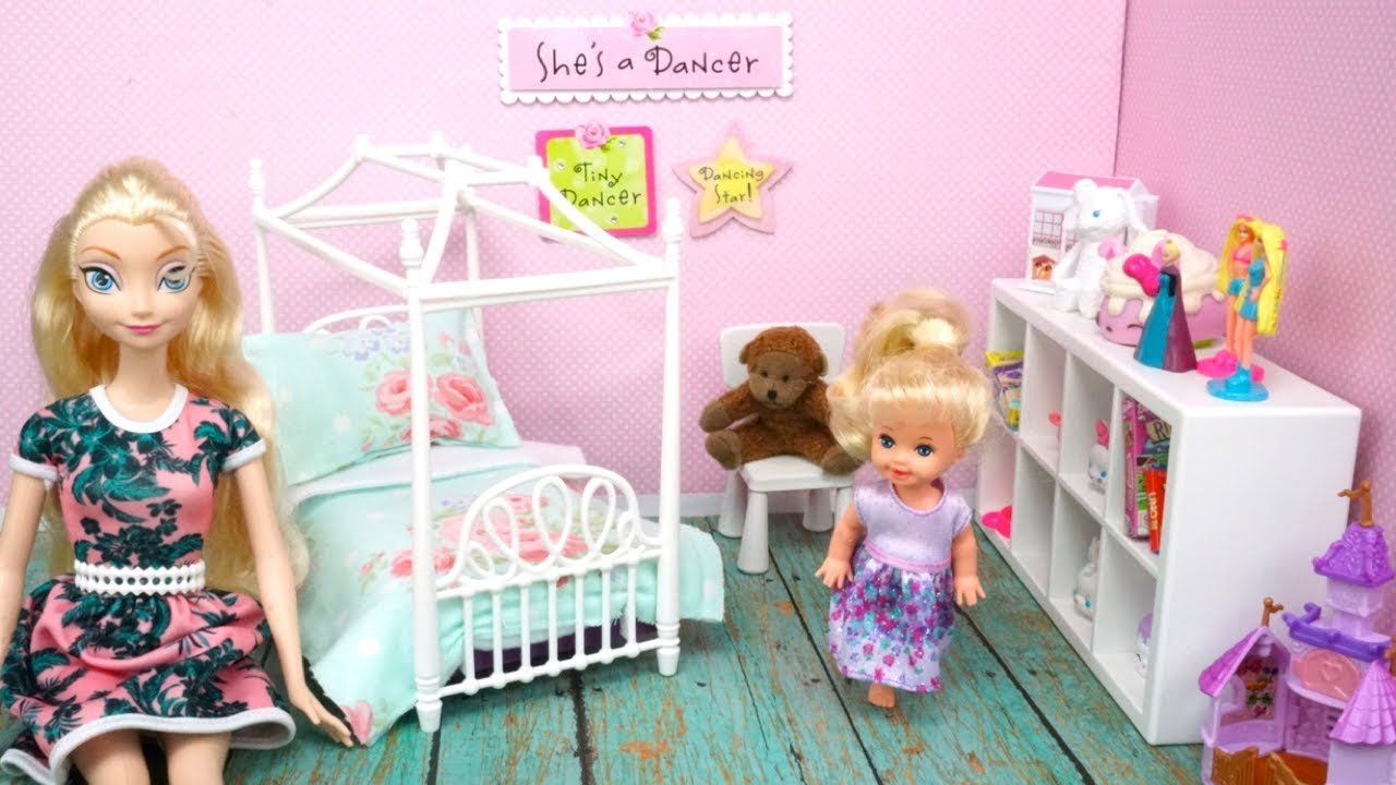 Best Elsa Toddler Gets A New Barbie Bedroom Diy Doll Room For Kids Youtube With Pictures