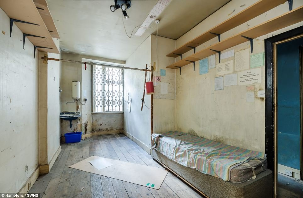 Best Uninhabitable One Bedroom Flat In Kensington Sells For With Pictures