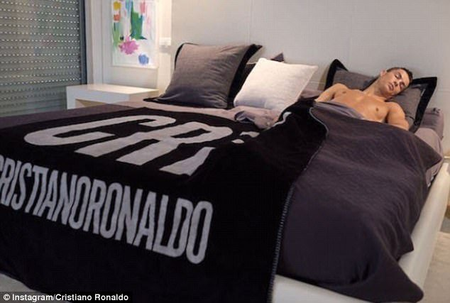 Best Inside Cristiano Ronaldo S £4 8M Mansion Daily Mail Online With Pictures