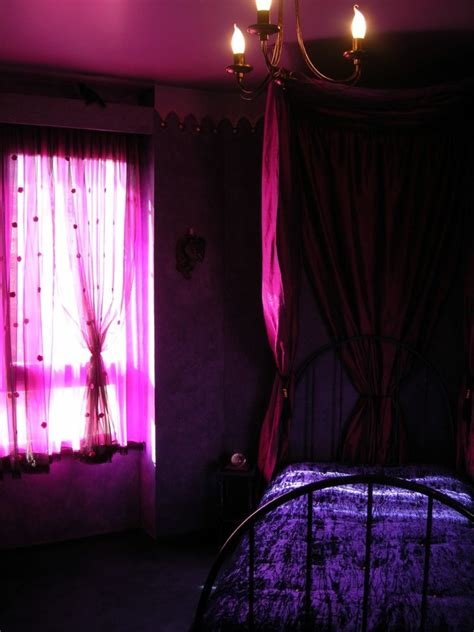 Best Bedroom Steps To Create Comfortable Gothic Style Bedroom With Pictures