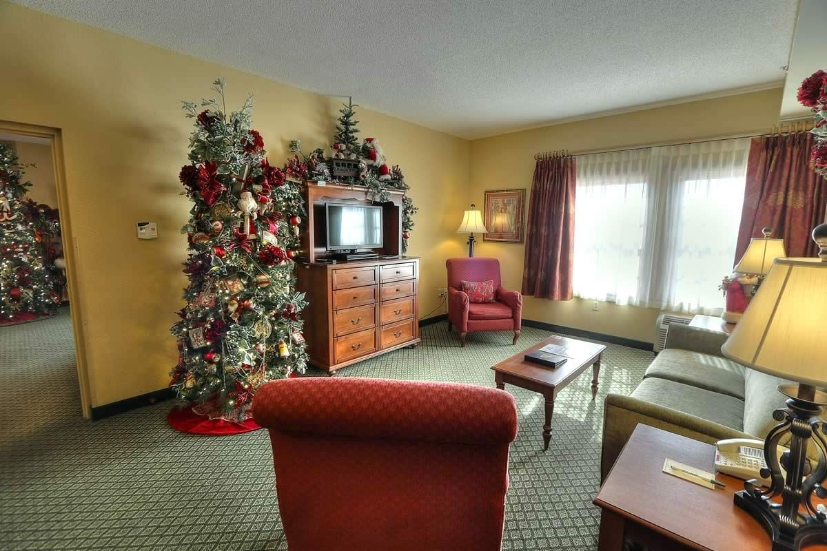 Best Two Room Suite The Inn At Christmas Place Pigeon Forge Tn With Pictures