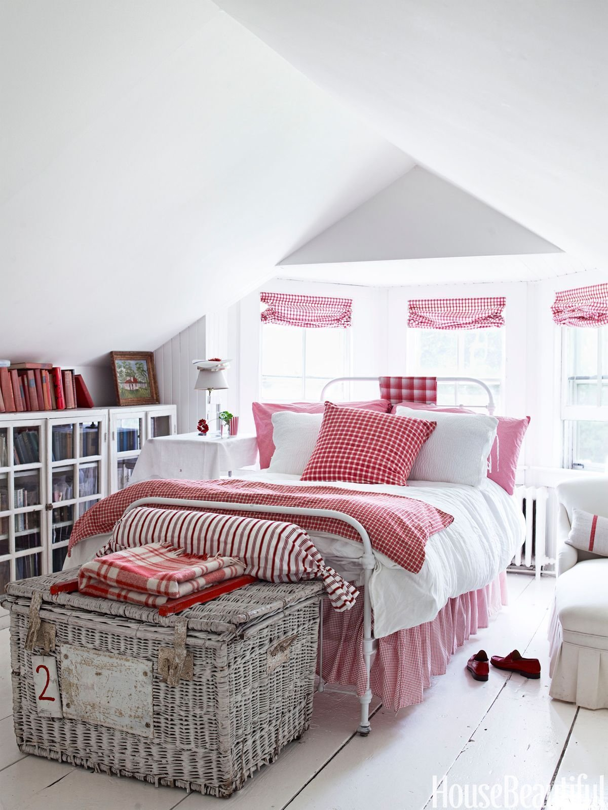 Best 10 Red Bedroom Ideas Decorating A Red Bedroom With Pictures