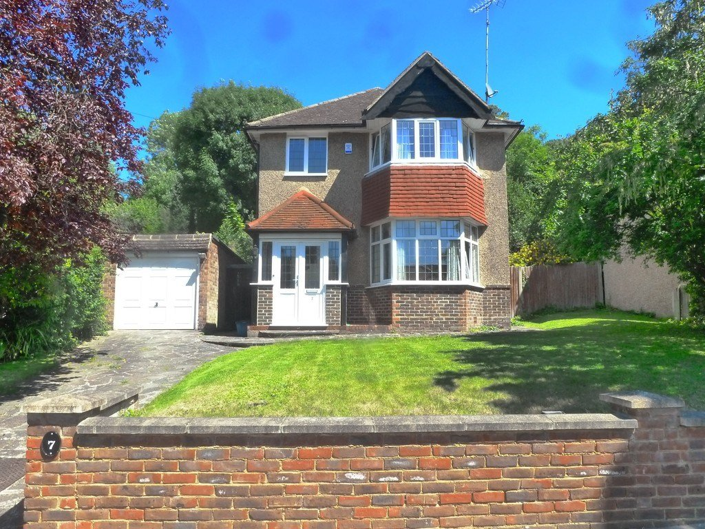 Best 3 Bedroom Detached House For Sale In Ballards Way South With Pictures