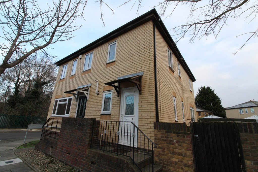 Best 2 Bedroom Semi Detached House To Rent In Camelot Close With Pictures