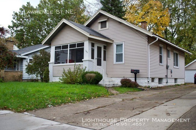 Best Two Bedroom House In Northeast Grand Rapids House For With Pictures