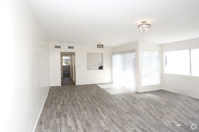 Best Huge Top Floor 2 Bedroom In Santa Monica Apartments Santa Monica Ca Apartments Com With Pictures