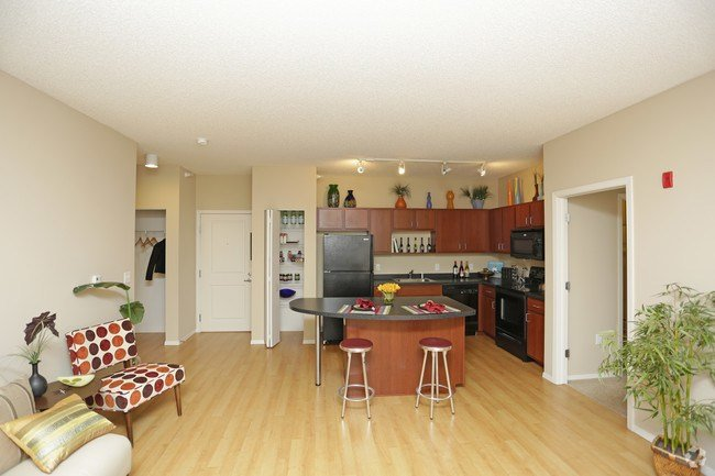 Best Uptown Lake Apartments Apartments Minneapolis Mn With Pictures