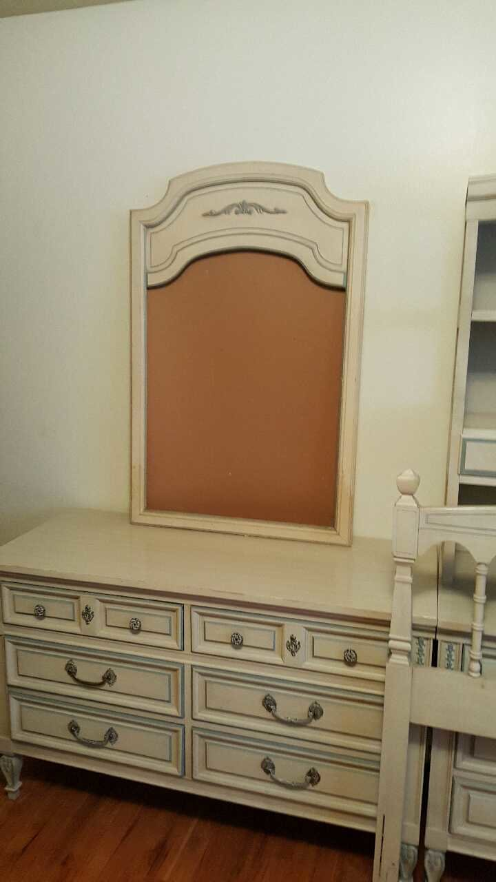 Best Letgo Dixie Bedroom Furniture Set In Glenwillow Oh With Pictures