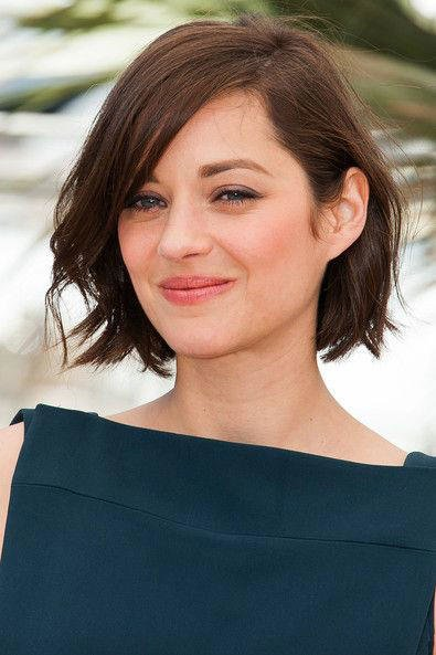 Free The Best Short Hairstyles For Oval Faces Southern Living Wallpaper